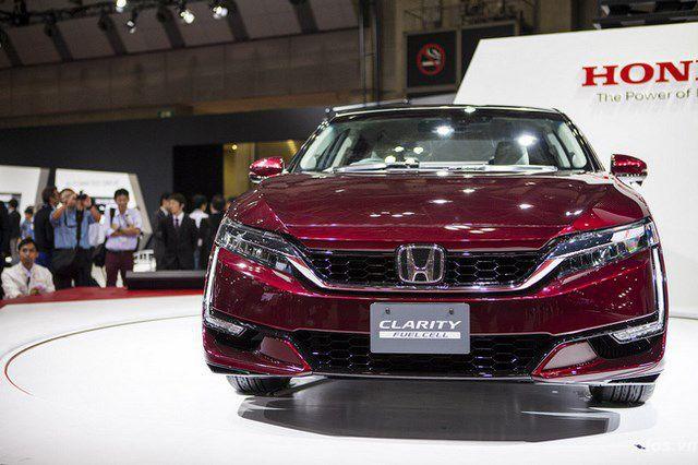 Honda ra mắt sedan chạy pin nhiên liệu
