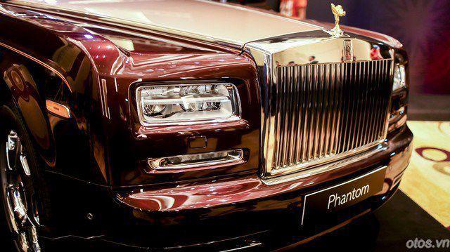 Rolls-Royce Phantom Lửa thiêng hơn 51 tỷ tại Việt Nam